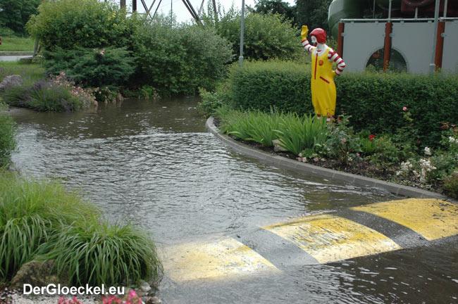 Ronald McDonald unter Wasser