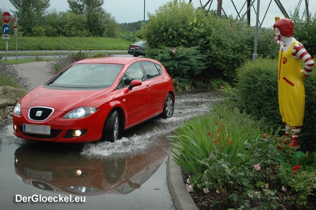 Hochwasser auch beim Drive In von McDonald´s