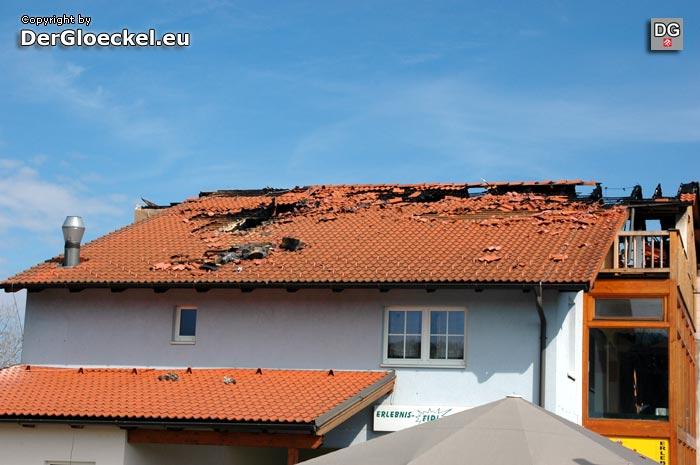 Brandschaden am Dach des Hotels | Foto: DerGloeckel.eu