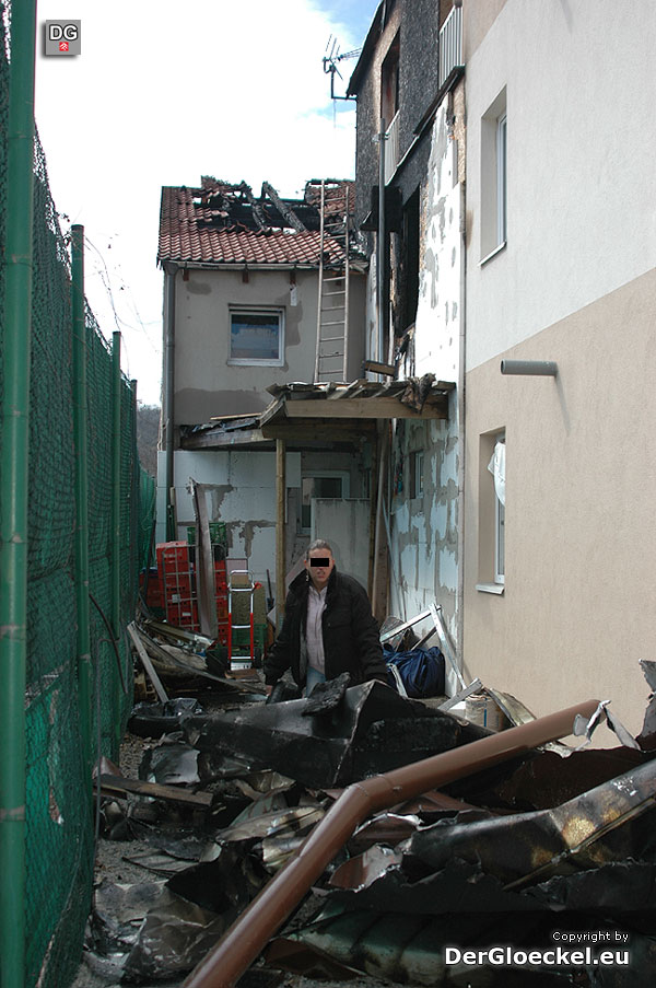Die Aufräumarbeiten nach dem Feuerwehrgroßeinsatz in Wolfsthal beginnen | Foto: DerGloeckel.eu